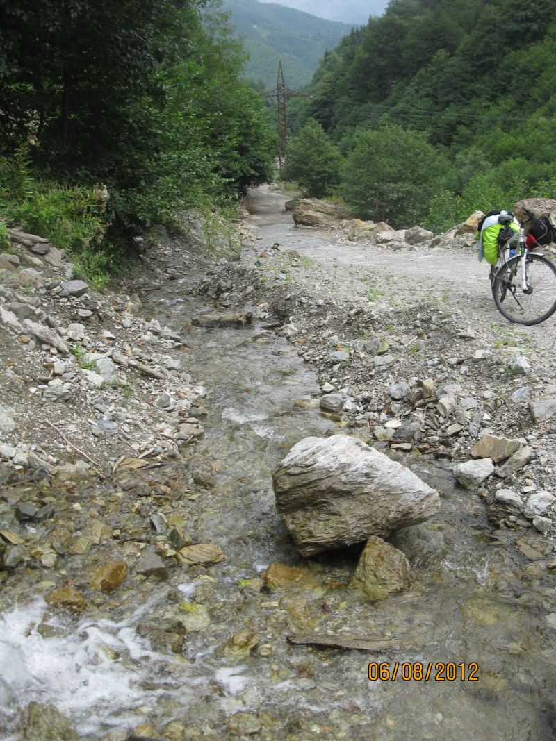 creek_cycling_partner_in_mountains_wanted