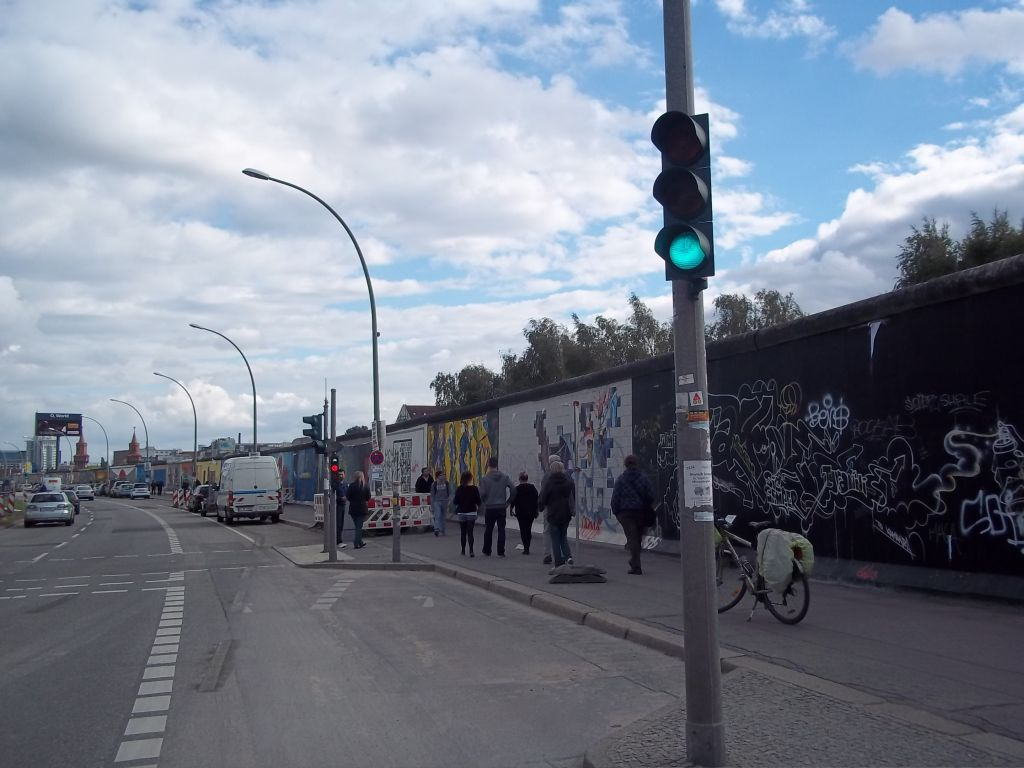 Berliner wall paintings  tour cycling partner wanted
