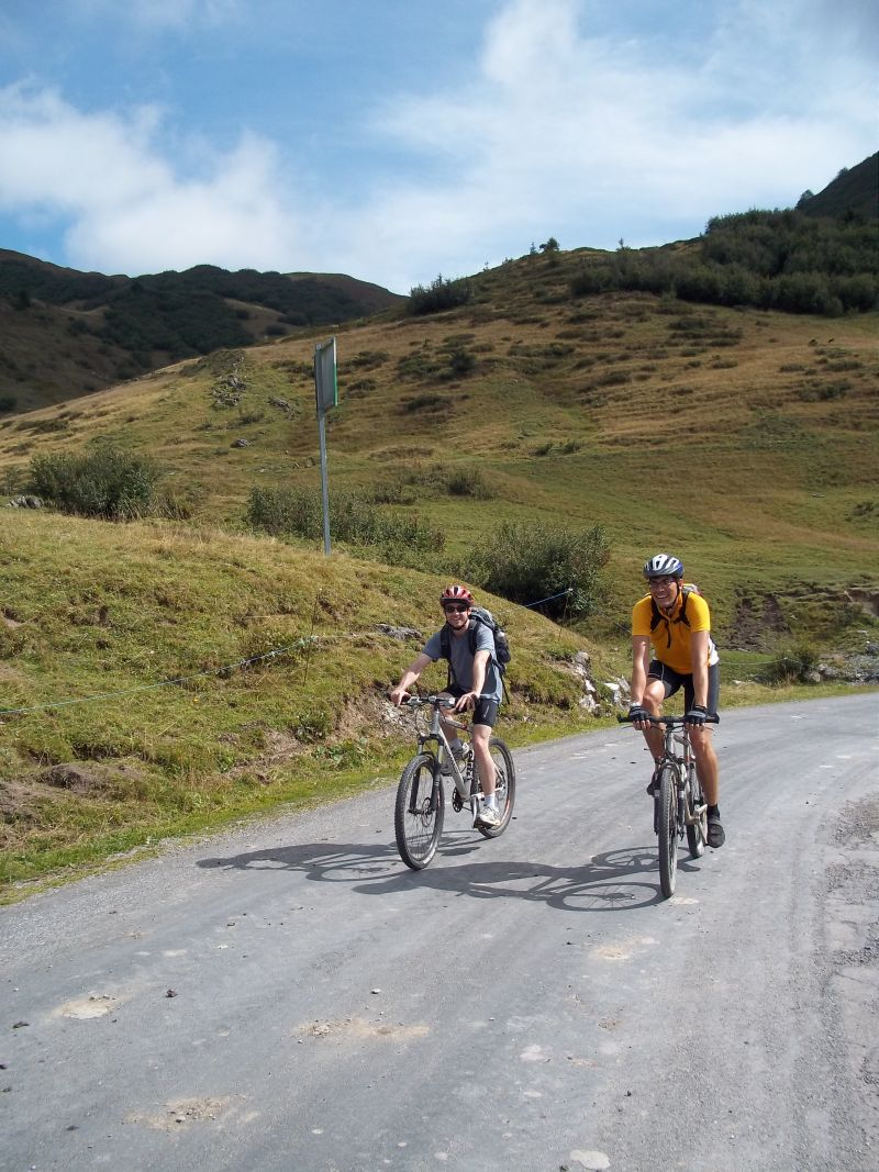 Col_de Joux_Plane_with_cycling_mates