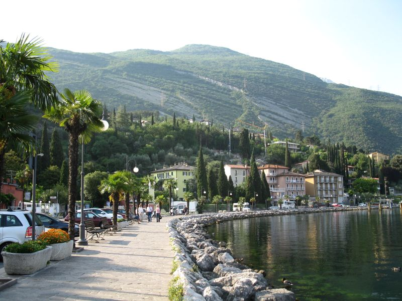 Riva_d_Garda_lake_shore